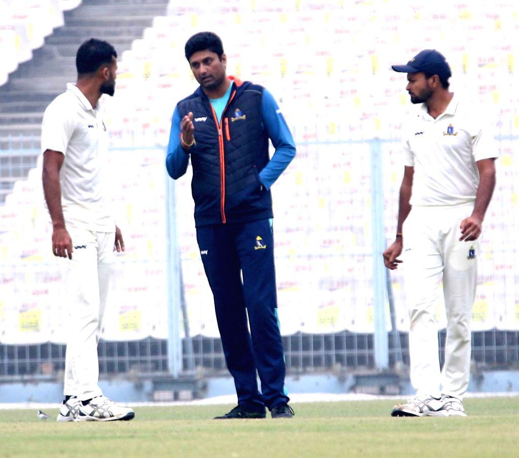 Bengal's Mukesh Kumar, Ranadeb Bose and Akash Deep during the Ranji Trophy match between Delhi and Bengal at the Eden Gardens in Kolkata on Jan 30, 2020. - Mukesh Kumar and Ranadeb Bose