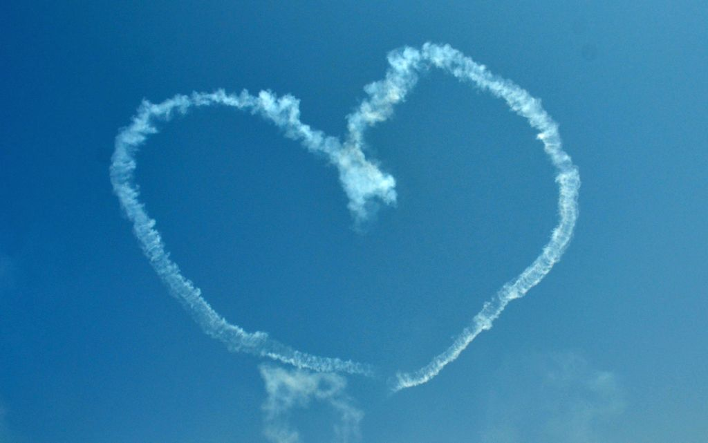 A heart formed by an aircraft during the Aero India-2015 Air Show, at Yelahanka Air-force Station, in Bengaluru on Feb 20, 2015.
