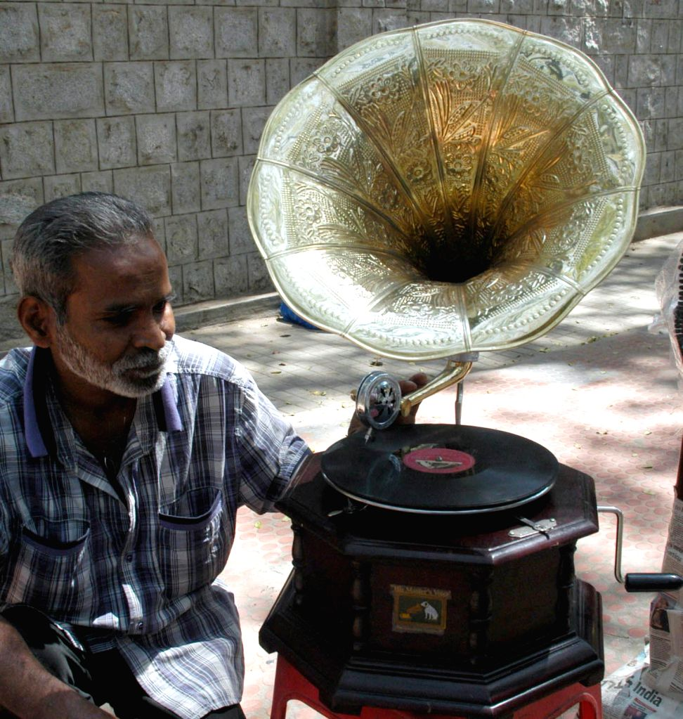 A road side vendor selling vintage gramophone at Jayamahal Palace Road, in Bengaluru on Feb 5, 2015.