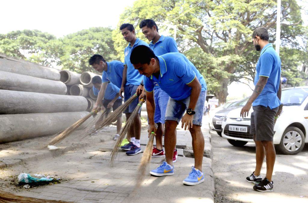 Bengaluru FC captain Sunil Chhetri, coach Ashley Westwood and players Josh Walker and Robin Singh participate in Clean India Campaign in Bengaluru, on Nov 10, 2014. - Sunil Chhetri and Singh