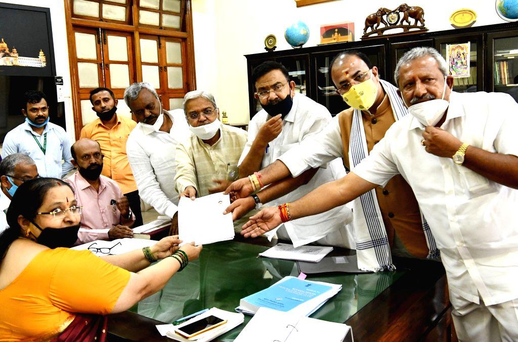 Bengaluru: BJP's MLC candidate Sunil Valyapure files his nomination papers for Karnataka Legislative Council Elections 2020 in the prrsence of state party president Naleen Kumar Kateel, Karnataka Deputy Chief Minister Govind Karjola, State Cabinet Mi - Govind Karjola and Naleen Kumar Kateel
