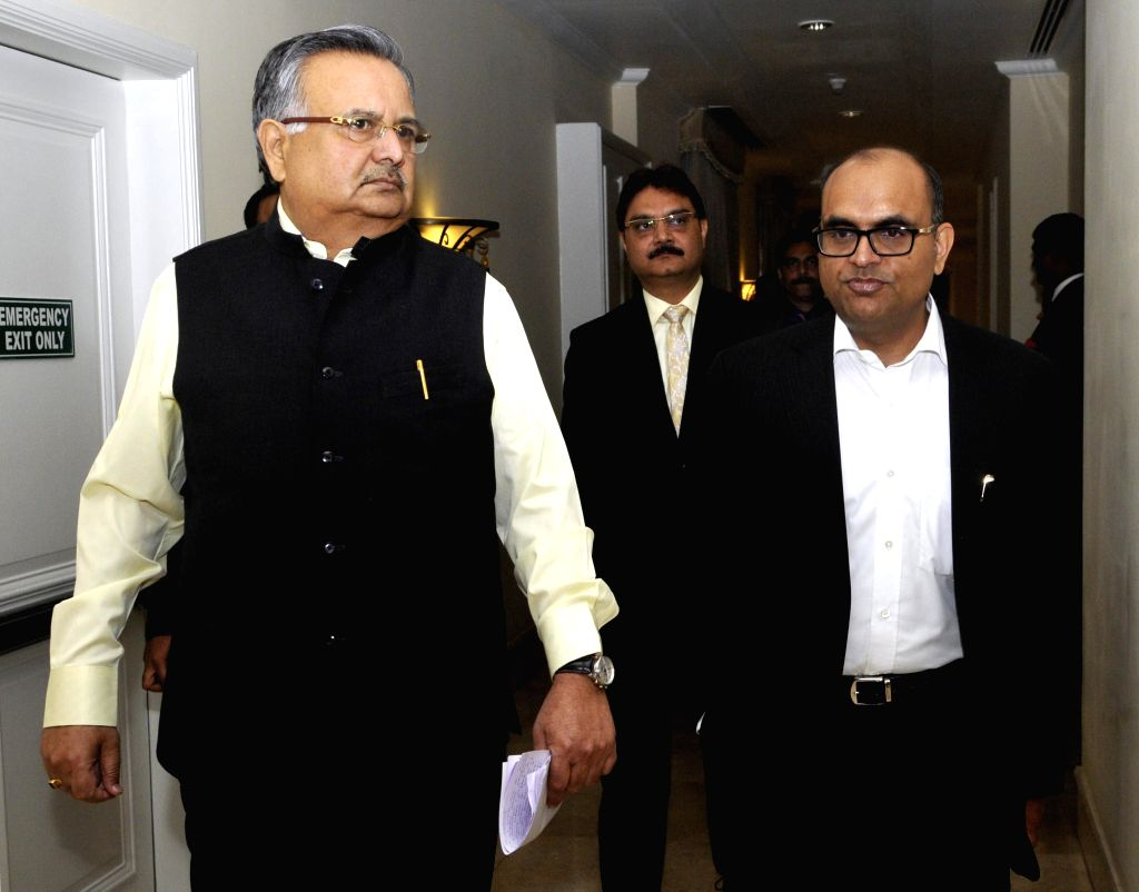 Chattisgarh Chief Minister Raman Singh with Chattisgarh Pricipal Secretary Aman Singh during a press conference in Bengaluru on Feb. 3, 2015. - Raman Singh
