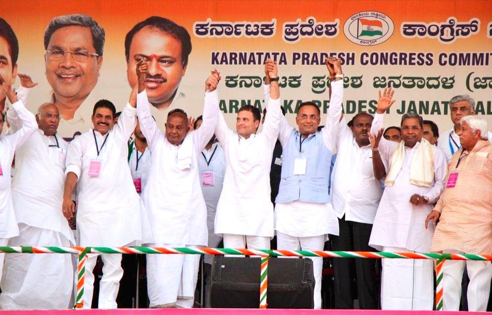 Bengaluru: Congress President Rahul Gandhi with Karnataka Chief Minister HD Kumarswamy, JD(S) Supremo HD Devegowda, Karnataka Congress In-charger KC Venugopal, party Karnataka chief Dinesh Gundurao, party leaders Siddaramaiah, Mallikarjuna Kharge, HK - Rahul Gandhi