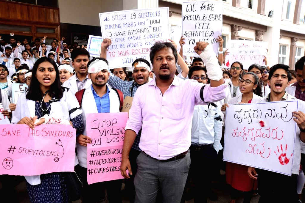 Bengaluru: Doctors of Indian Medical Association (IMA) Karnataka, wearing bandages stage a demonstration against the brutal assault on fellow medicos of West Bengal and press for adequate protection for their counterparts, in Bengaluru on June 14, 20