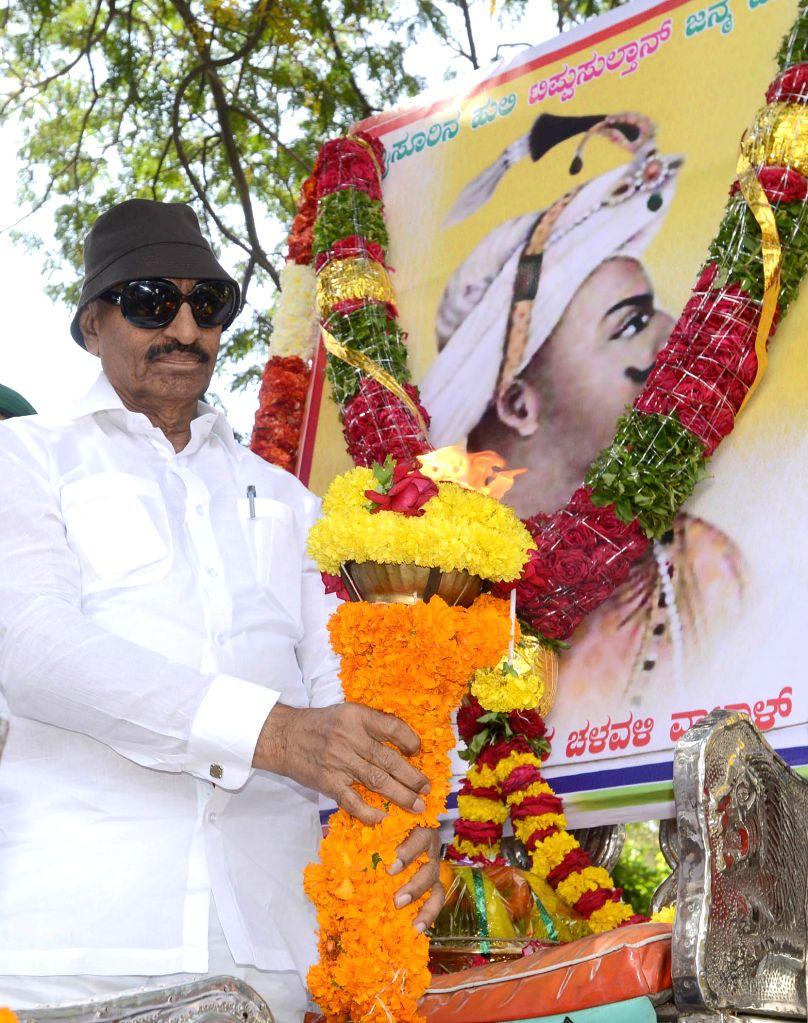 Former MLA and president of Kannada Chalavali Vatal Paksha Vatal Nagaraj pay tribute to Tippu Sultan`s portrait on the occasion of his 264 birth anniversary at Tippu Palace, in Bengaluru ..