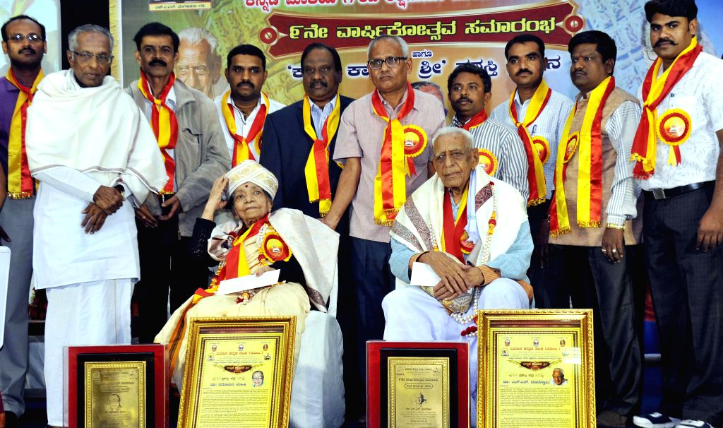 Freedom Fighter H S Doreswamy being felicitated with Kannada Kayaka Shree Award on the 9th Anniversary of Vimaana Kannada Sangha in Bengaluru, on Dec 28, 2014.