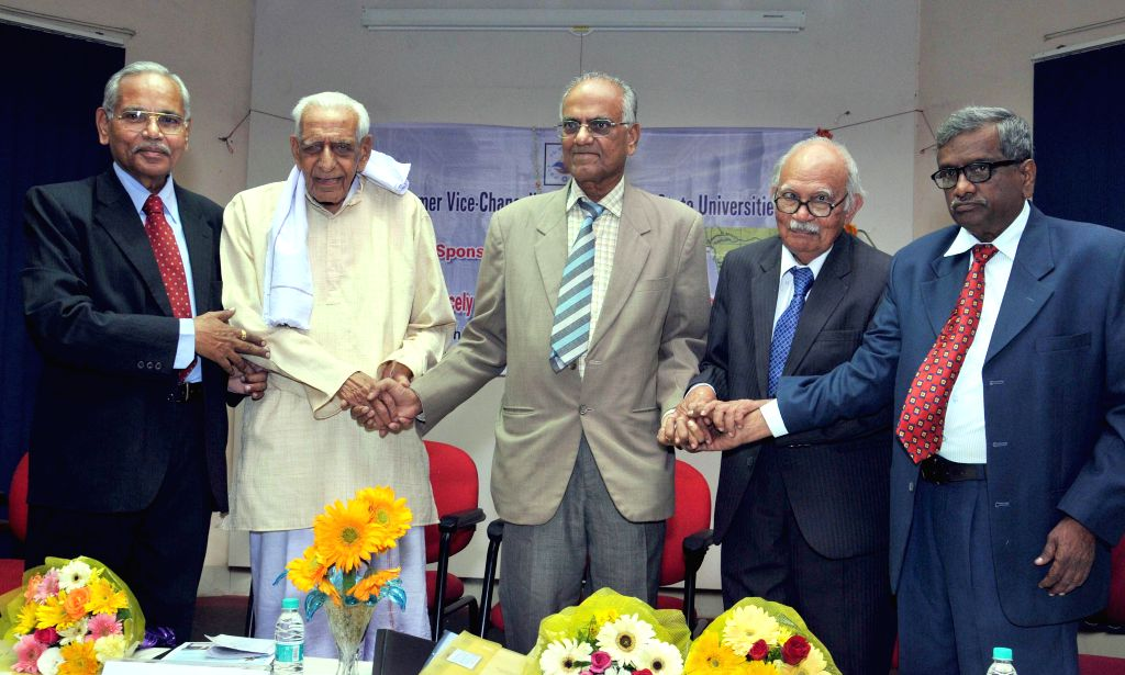 Freedom Fighter H S Doreswamy with the founder and former vice chancellor of the Universities of Mangalore and Goa, Prof. B ..
