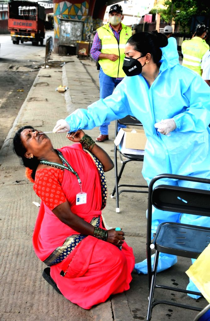 Bengaluru:Health worker collect swab samples for COVID-19 tests at KR Market, amid surge in coronavirus cases, in Bengaluru on Saturday, June 05, 2021.(Photo: Dhananjay Yadav/IANS) - Dhananjay Yadav