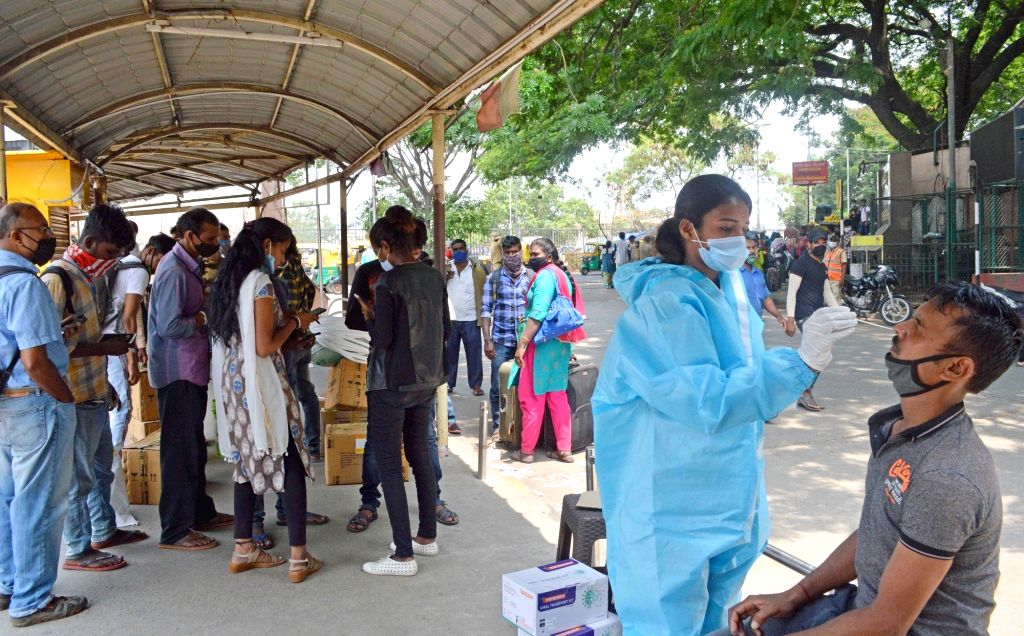 Bengaluru:Health workers collect swab samples for COVID-19 tests amid surge in coronavirus cases at City Railway station, in Bengaluru on Tuesday 27th April 2021.(Photo: Dhananjay Yadav/IANS) - Dhananjay Yadav