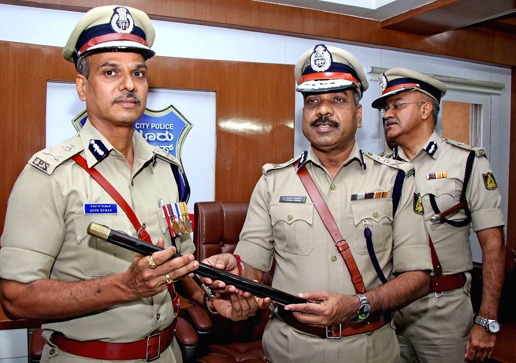 Bengaluru: Incoming Bengaluru City Police Commissioner Alok Kumar takes charge from outgoing Bengaluru City Police Commissioner T Suneel Kumar at Police Commissioner's Office in Bengaluru on June 17, 2019. (Photo: IANS)