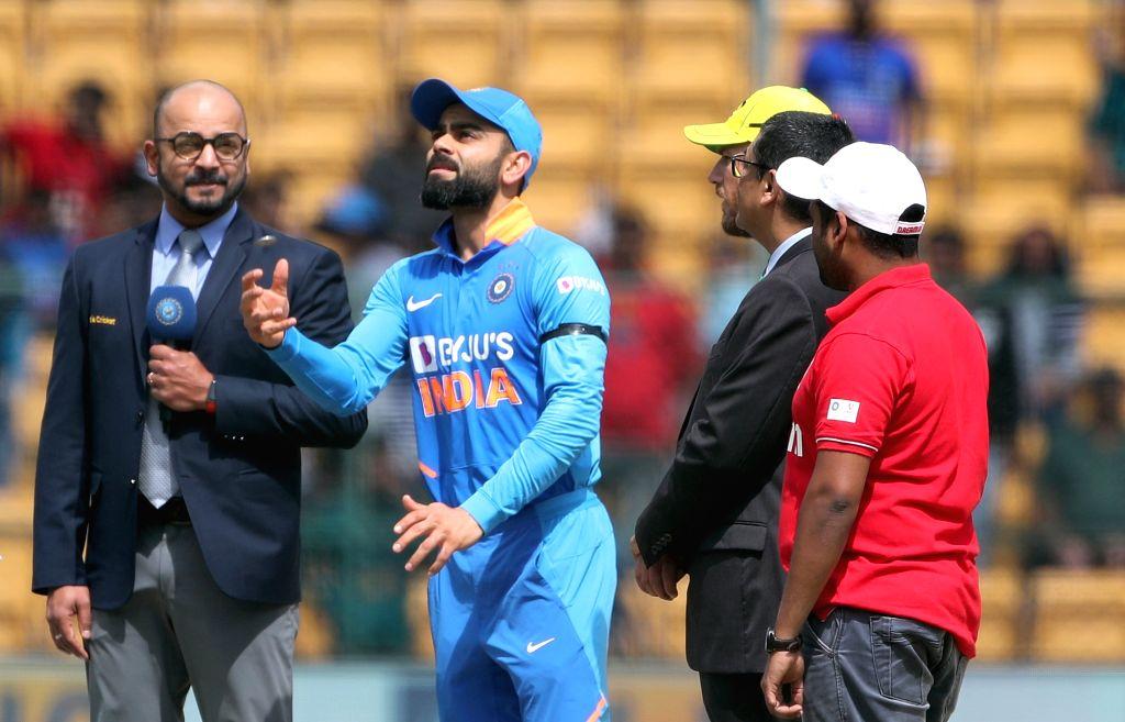 Bengaluru: Indian skipper Virat Kohli and Australian captain Aaron Finch during the toss ahead of the third and final ODI match between India and Australia, at M. Chinnaswamy Stadium in Bengaluru on Jan 19, 2020. (Photo: Surjeet Yadav/IANS) - Aaron Finch, Virat Kohli and Surjeet Yadav