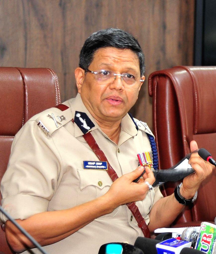 Bengaluru : Kamal Panth takes charge as the new Bengaluru Police Commissioner replacing Bhaskar Rao, outgoing police commissioner at Police Commissioner Office, in Bengaluru on Aug 1, 2020. (Photo: IANS) - Bhaskar Rao