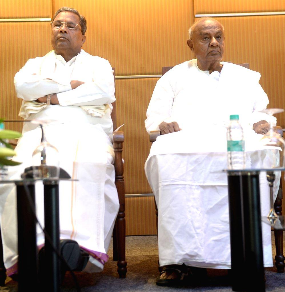 :Bengaluru: Karnataka Chief Minister and JD-S leader H. D. Kumaraswamy and Congress leader Siddaramaiah at a joint press conference, in Bengaluru on Oct 20, 2018. (Photo: IANS).
