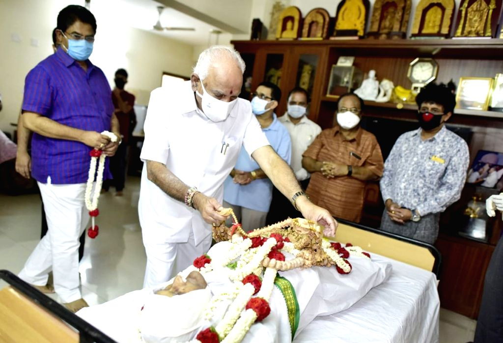 Bengaluru: Karnataka Chief Minister BS Yeddiyurappa pays their last respect to former Union Minister MV Rajashekaran (91) who was passed away at a private hospital, in Bengaluru on April 13, 2020. (Photo: IANS) - B