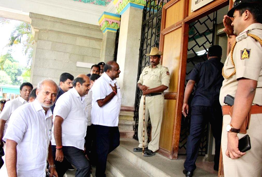 Bengaluru: Karnataka Chief Minister HD Kumaraswamy arrives at Vidhana Soudha in Bengaluru on July 11, 2019. (Photo: IANS) - H
