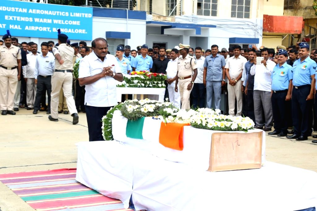 Bengaluru: Karnataka Chief Minister Siddaramaiah pays tribute to Guru H who was among the 45 CRPF personnel killed 14 Feb Pulwama militant attack, in Bengaluru on Feb 16, 2019. (Photo: IANS) - Siddaramaiah