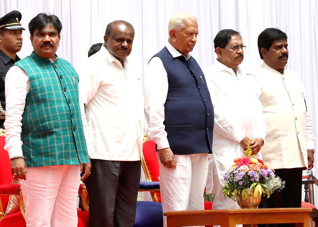 Bengaluru: Karnataka Governor Vajubhai Vala, Chief Minister H. D. Kumaraswamy and Deputy Chief Minister G. Parameshwara with R. Shankar and H. Nagesh - the newly inducted ministers in the cabinet of the year-old Janata Dal-Secular (JD-S)-Congress coa - H. D. Kumaraswamy