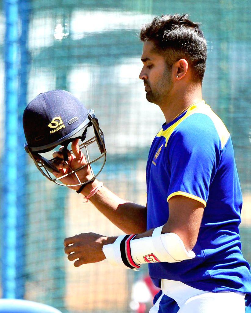 Karnataka Ranji team skipper Vinay Kumar during a practice session at Chinnaswamy Stadium ahead of Ranji Trophy 2015 semifinals scheduled to be held on 25th Feb 2015 against Mumbai, in ... - Vinay Kumar
