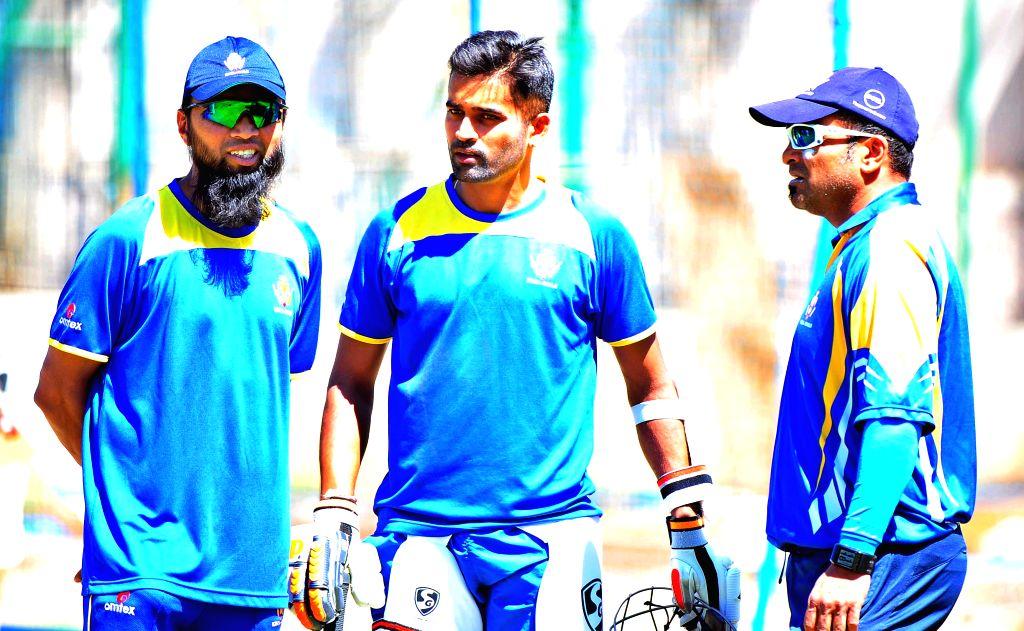 Karnataka Ranji team skipper Vinay Kumar with coaches Mansoor Ali Khan and M Arun Kumar during a practice session at Chinnaswamy Stadium ahead of Ranji Trophy 2015 semifinals scheduled to ... - Vinay Kumar, Mansoor Ali Khan and M Arun Kumar