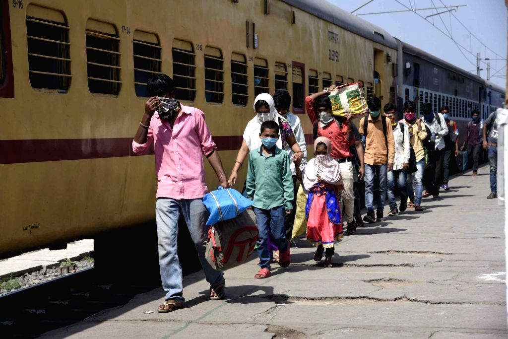Bengaluru, May 6 (IANS) As the Karnataka government was yet to intimate the railways authorities to operate more Shramik special trains to ferry thousands of stranded migrant workers to their respective states, the process came to a halt on Wednesday