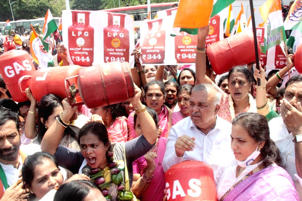 Bengaluru : Members of Karnataka Congress and Mahila Congress staged a protest against the Central Government for Hike in LPG and Fuel prices, the protest was held at Sangolli Rayanna Circle, in ...