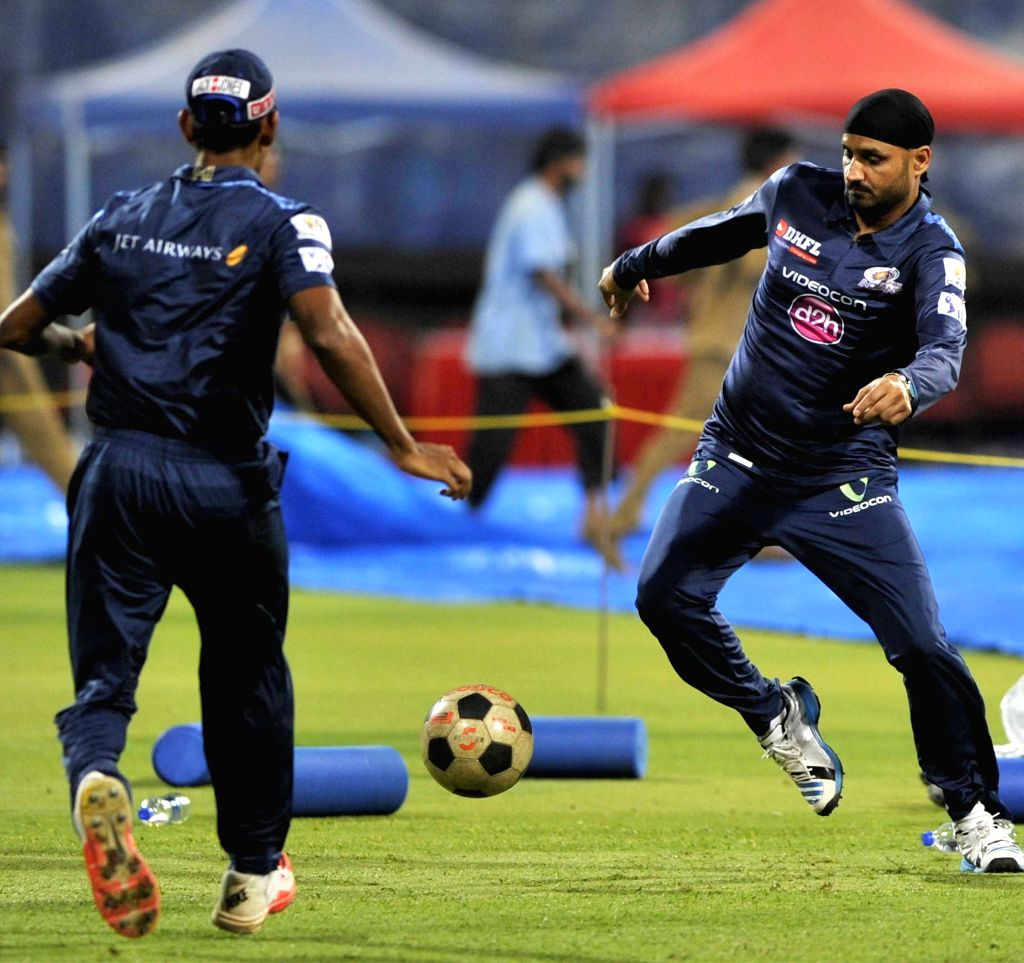 Mumbai Indians player Harbhajan Singh during a practice session at M Chinnaswamy Stadium, in Bengaluru, on April 18, 2015. - Harbhajan Singh