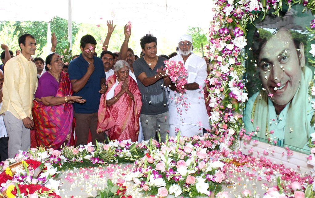 Parvathamma Rajkumar, the wife of actor Dr. Rajkumar pay floral tribute to Kannada Film Icon Dr Rajkumar Portrait on his birth anniversary, at Dr Rajkumar Samadhi, Kanteerva Studio, in ...