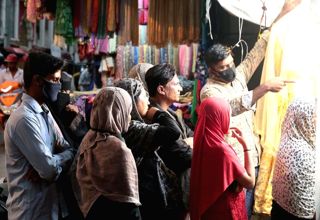 Bengaluru: People busy shopping for Eid at Shivaji Nagar market during the fourth phase of the nationwide lockdown imposed to mitigate the spread of coronavirus, in Bengaluru on May 23, 2020. (Photo: IANS)