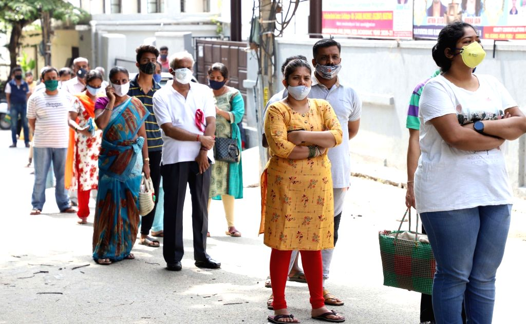 Bengaluru: People rushing to buy groceries at a wholesale shop at Malleshwaram  during lockdown in the wake of the 2nd wave of COVID-19, in Bengaluru on Saturday, 8th May, 2021.(Photo: Dhananjay Yadav/IANS) - Dhananjay Yadav
