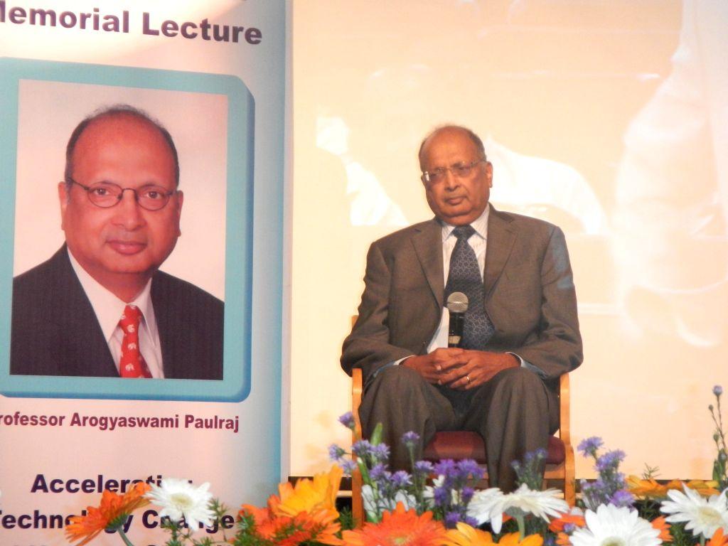 Professor Arogyaswami Paulraj during Admiral Pereira Memorial Lecture organised in Bengaluru on Jan 10, 2015.