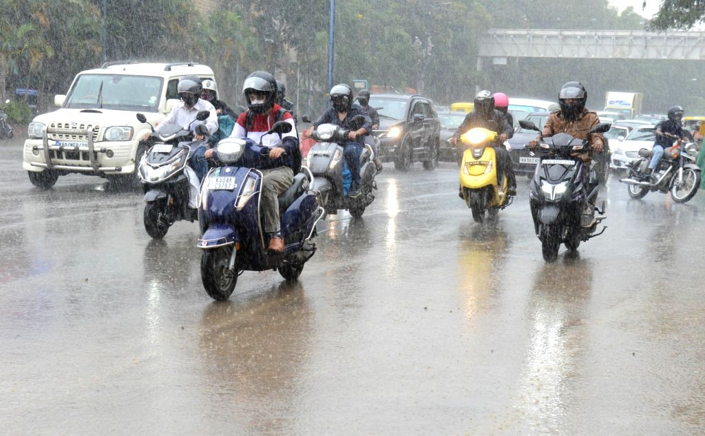 Bengaluru: Rains lash Bengaluru on Jan 6, 2021. (Photo: Dhananjay Yadav/IANS) - Dhananjay Yadav