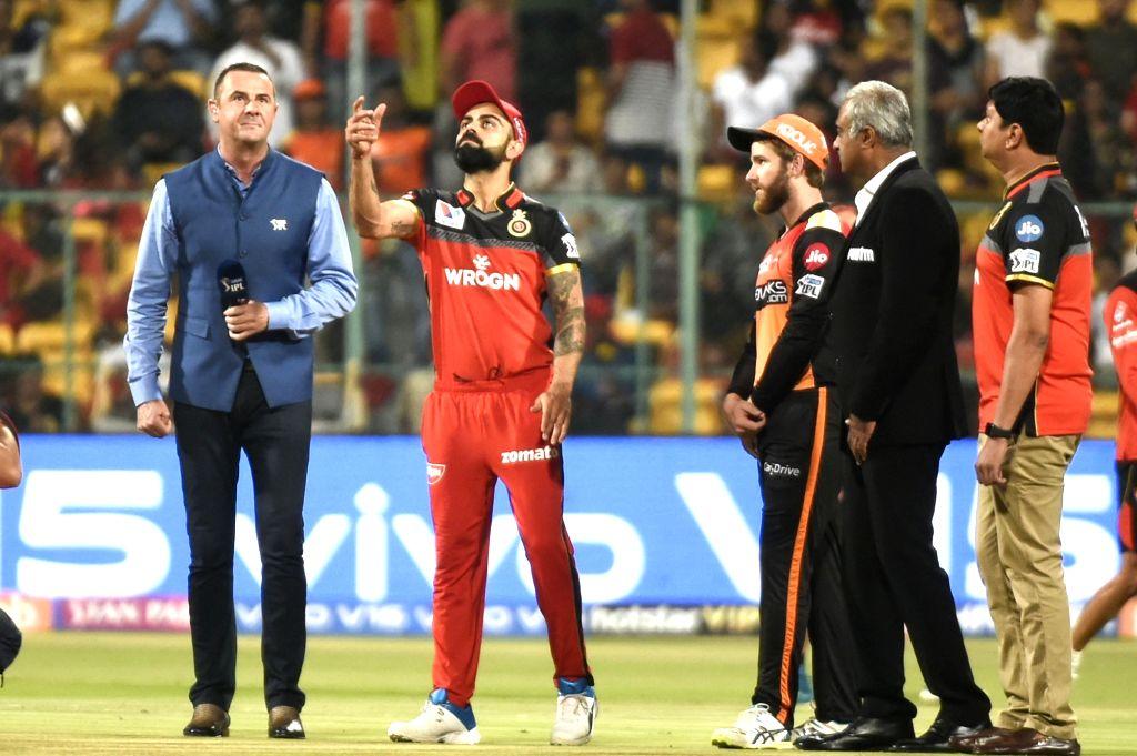 Bengaluru: Royal Challengers Bangalore's Virat Kohli and Sunrisers Hyderabad's Kane Williamson during the toss ahead of the 54th match of IPL 2019 at M.Chinnaswamy Stadium in Bengaluru on May 4, 2019. (Photo: IANS) - Virat Kohli