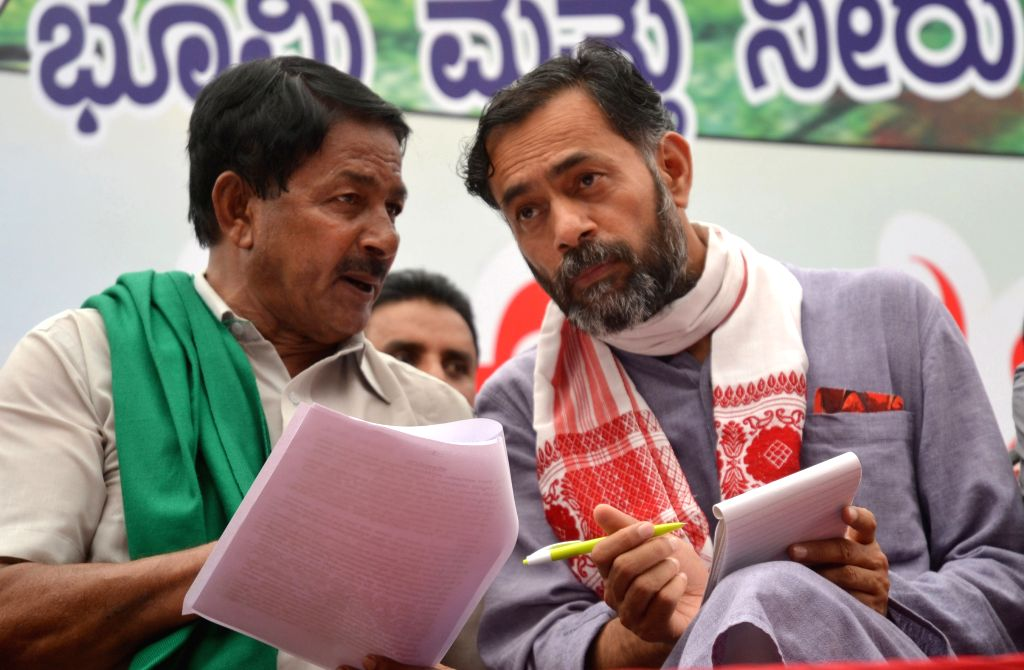 Social scientist and expelled AAP leader Yogendra Yadav during the inauguration of a farmers rally against the land acquisition ordinance in Bengaluru on April 28, 2015. - Yogendra Yadav