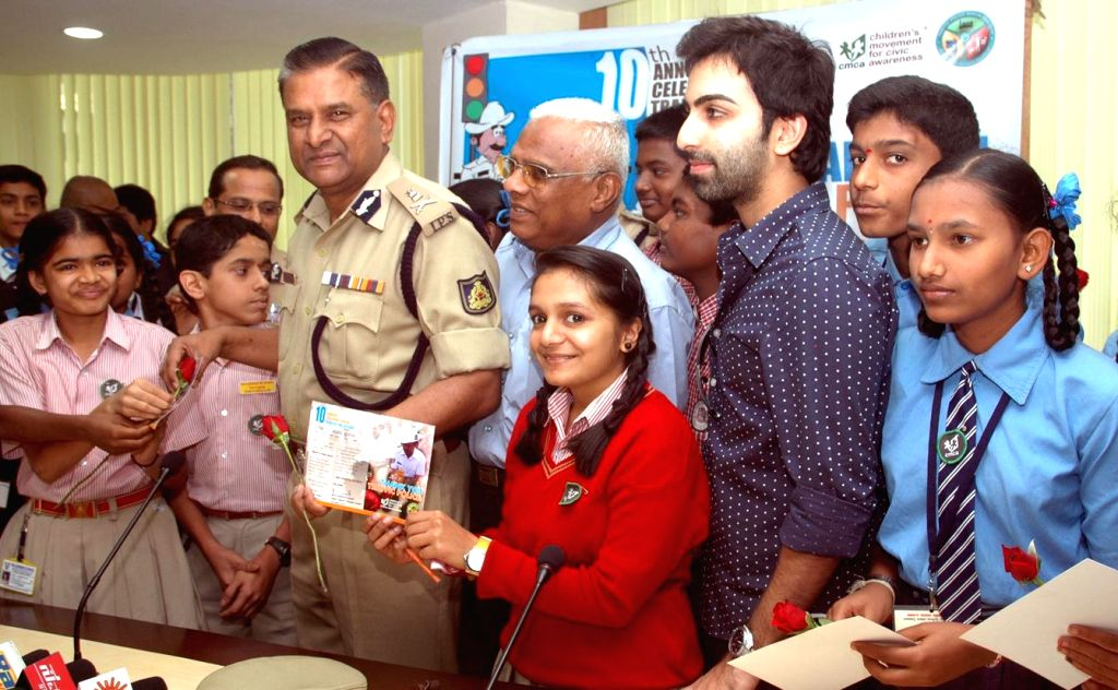Students of CMCA with Police Commissioner M N Reddi during the 10th Traffic Police Day 2014 at Traffic Management Centre, in Bengaluru on Dec 23, 2014. Also seen Billiards player Pankaj ... - Pankaj Advani and Yellappa Reddy