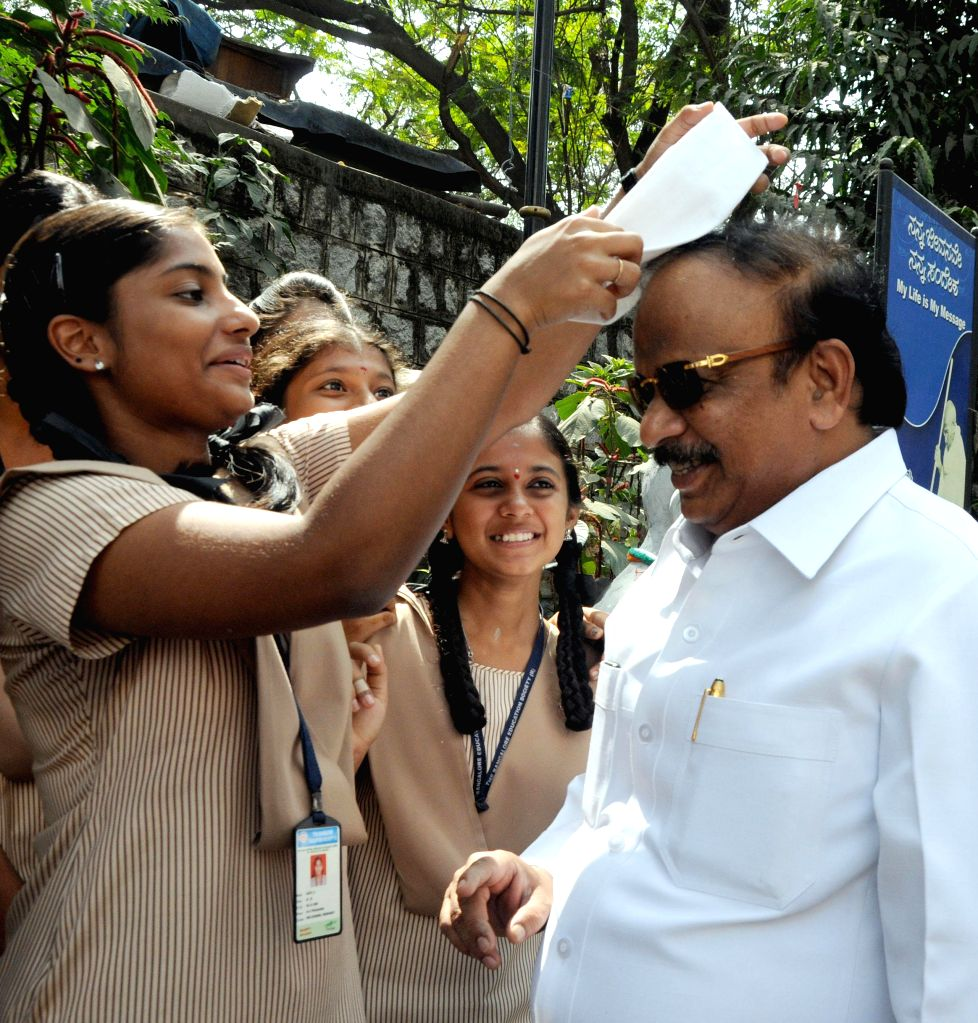 Students welcome Karnataka Information Minister R Roshan Baig on the occasion of Martyr's Day in Bengaluru on Jan. 30, 2015. - R Roshan Baig