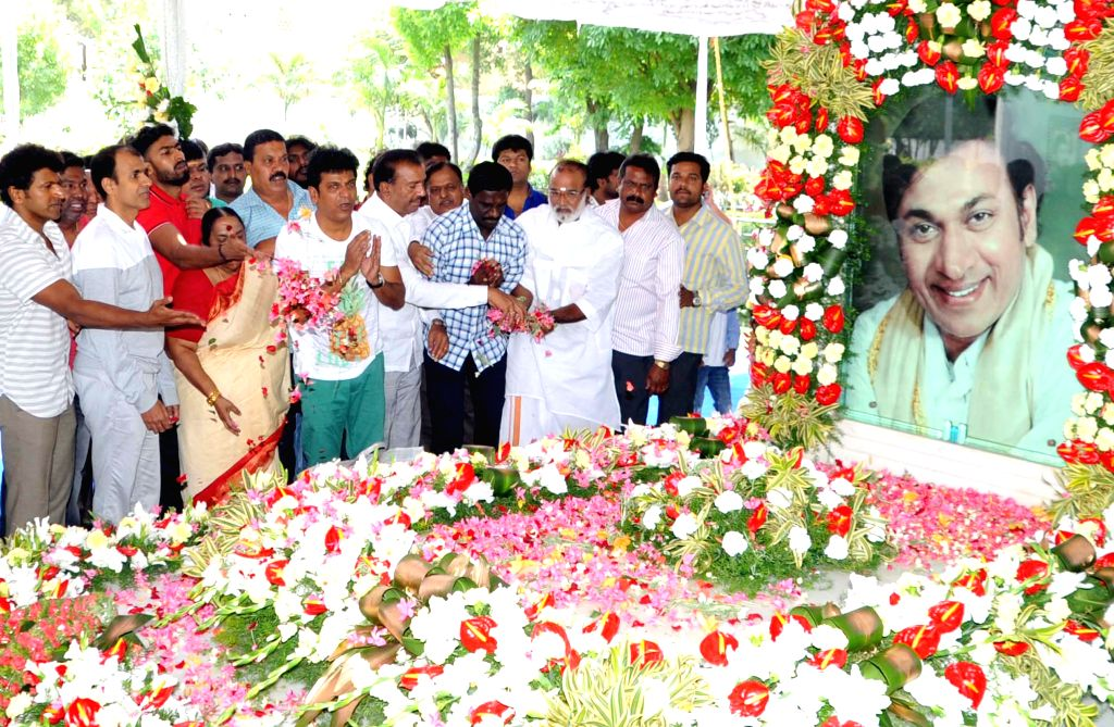 The renowned producer and wife of late Dr. Rajkumar, Parvathamma Rajkumar and others pay tribute to Dr. Rajkumar on his death anniversary in Bengaluru on April 12, 2015.