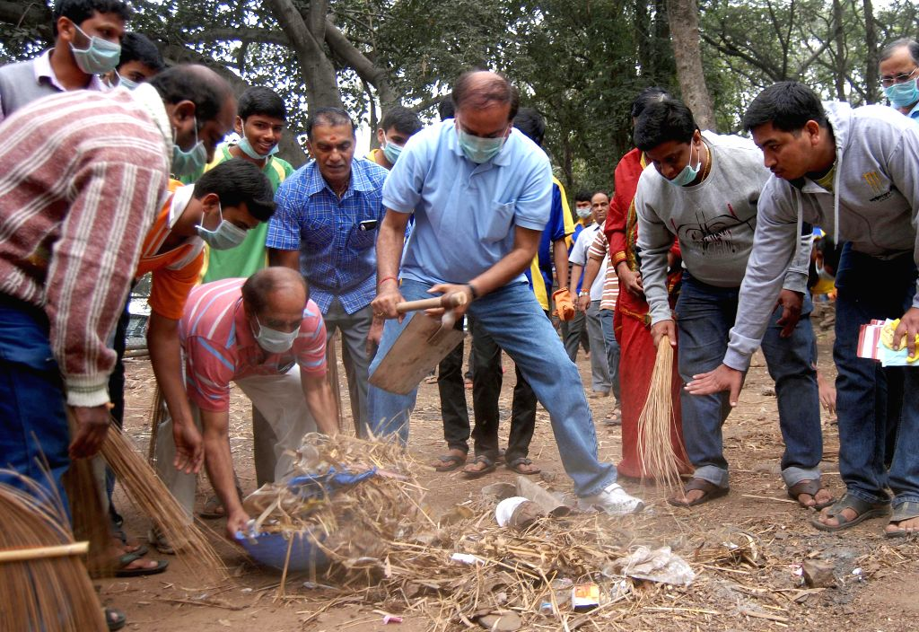 Union Chemical and Fertilizers Minister Ananth Kumar participates in clean India campaign at Dodda Ganapathi temple, Basavanagudi, in Bengaluru on Dec 21, 2014.