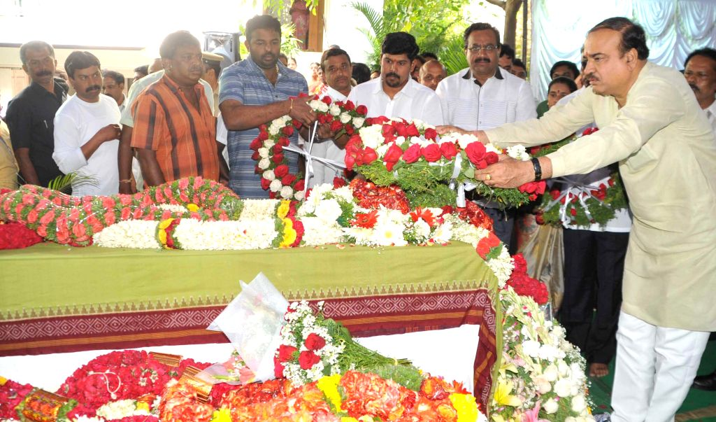 Union Chemicals and Fertilizer Minister Ananth Kumar pays homage to 41-year-old Prabha Arun Kumar, an Indian woman IT consultant, employed with Bengaluru-based tech firm MindTree, who was ... - Prabha Arun Kumar