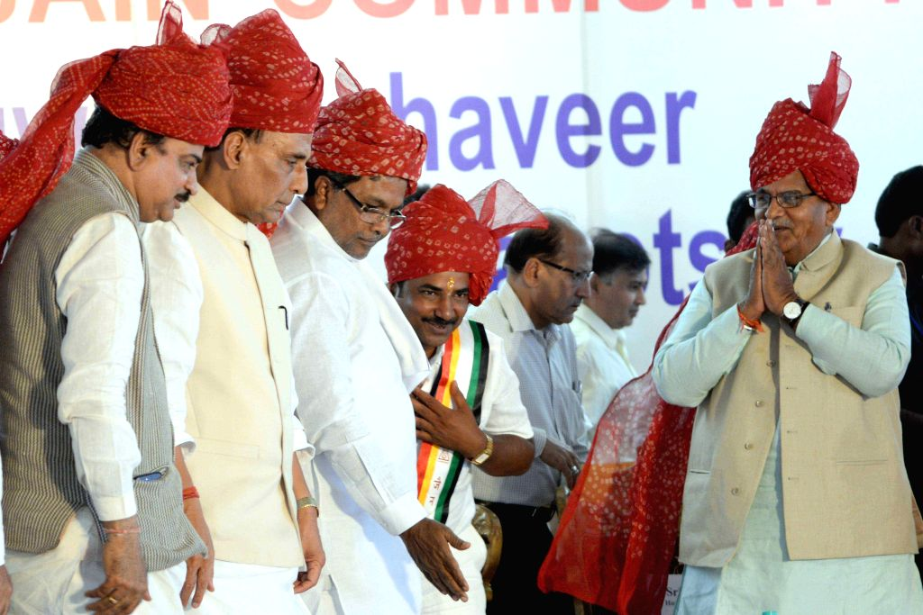 Union Home Minister Rajnath Singh, Union Chemicals and Fertilizers Minister Ananth Kumar and Karnataka Chief Minister Siddaramiah during a programme organised on Mahavir Jayanti in ... - Ananth Kumar