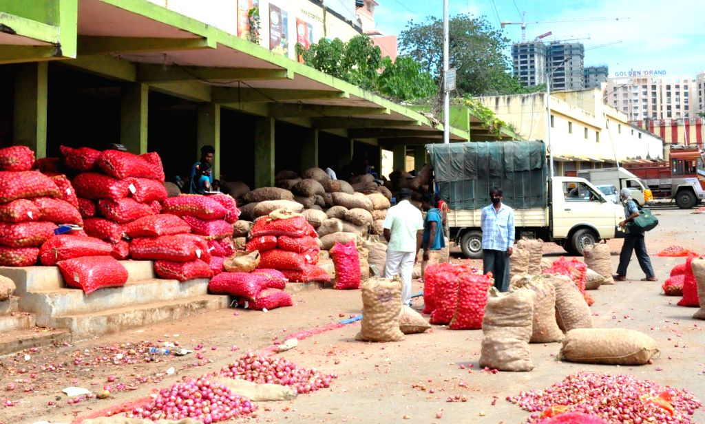 Bengaluru: Vegetables being unloaded at Agricultural Produce Market Committee (APMC) Yard Yeshwanthpur, in Bengaluru on Sep 28, 2020. (Photo: IANS)