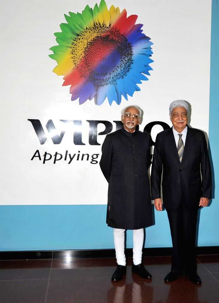 Vice-President Hamid Ansari with Wipro Chairman Azim Premji during a programme in Bengaluru on Jan. 6, 2014.
