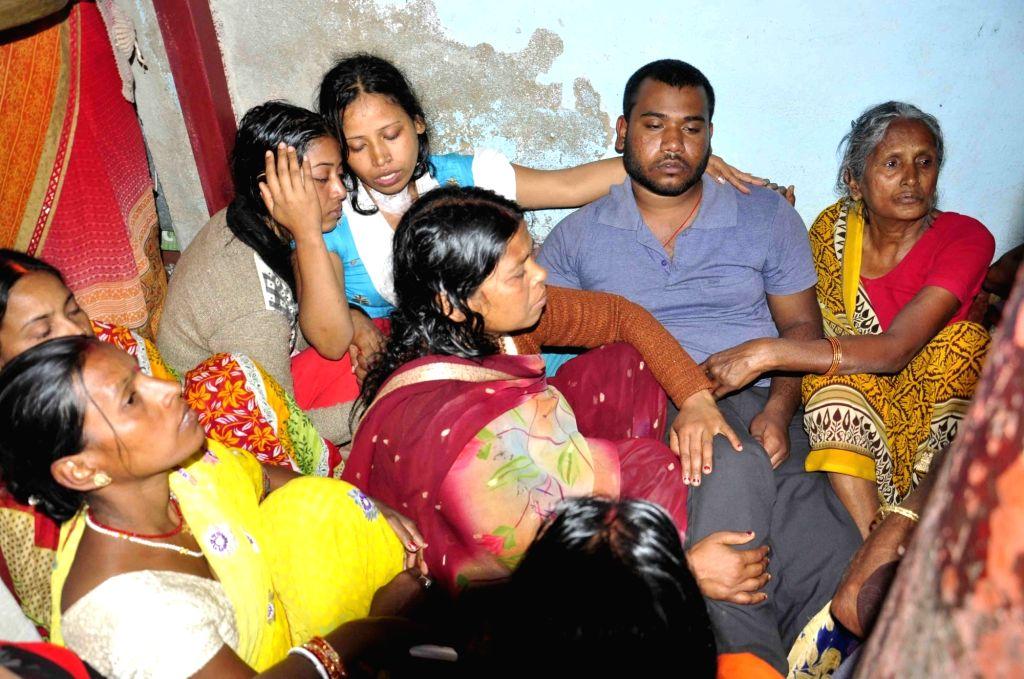Bereaved family of martyr Sanjay Kumar Sinha, one of the 49 CRPF personnel killed in 14 Feb Pulwama militant attack,  in Masurhai, Patna district, Bihar on Feb 16, 2019. - Sanjay Kumar Sinha