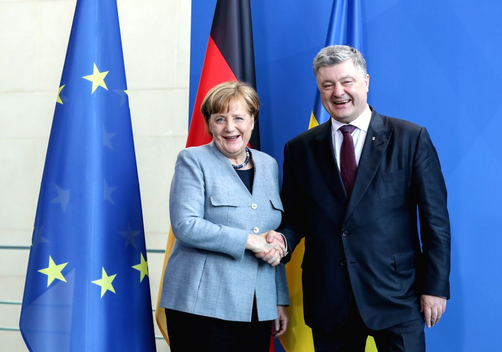 BERLIN, April 10, 2018 - German Chancellor Angela Merkel (L) and visiting Ukrainian President Petro Poroshenko pose for photos after a joint press conference at German Chancellery in Berlin, capital ...