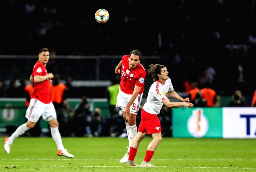 BERLIN, May 26, 2019 - Bayern Munich's Mats Hummels (C) vies for header with Leipzig's Marcel Sabitzer (R) during the German Cup final between RB Leipzig and FC Bayern Munich in Berlin, capital of ...