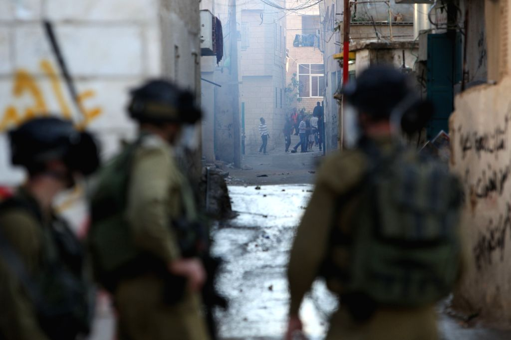 Israeli soldiers confront with Palestinian protesters at the Aida refugee camp in the West Bank city of Bethlehem on April 14, 2014.