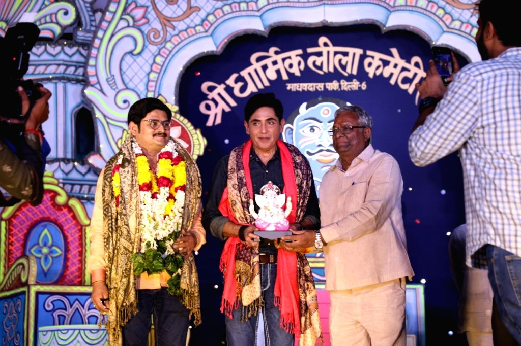 """Bhabiji Ghar Par Hain!"""" fame actors Aasif Sheikh and Rohitash Gour came to Delhi a few days ago to see Ramleela in the city.  They visited Ramleela of Shri Dharmik Ramlila Committe on ... - Aasif Sheikh and Rohitash Gour"""
