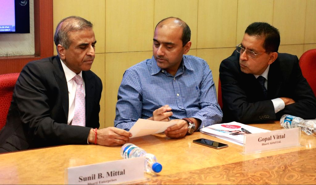 Bharti Airtel chairman Sunil Bharti Mittal, MD and CEO (India and South Asia) Gopal Vittal and Idea Cellular's MD and Director Himanshu Kapania during a metting with telecom players ...