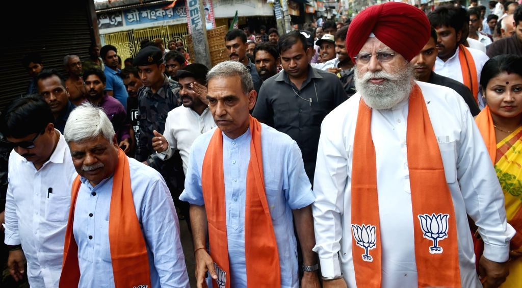 Bhatpara: A three-member BJP delegation including S.S. Ahluwalia, Satya Pal Singh and Vishnu Dayal Ram during their visit to the violence-hit Bhatpara in West Bengal's North 24 Parganas district where two persons were shot dead during a clash on Thur - Satya Pal Singh