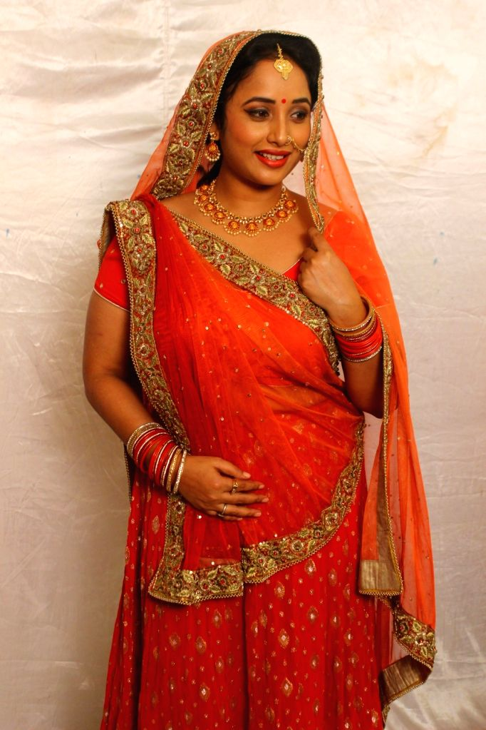Bhojpuri actress Rani Chatterjee has fun with dialogues on TV image. - Rani Chatterjee