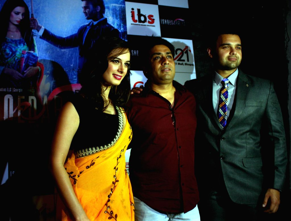 Actors Evelyn Sharma and Mahaakshay Chakraborty with producer Rajesh Banga during a press conference to promote their upcoming film `Ishqedaariyaan`, in Bhopal on April 14, 2015.